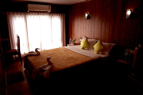 4 bedroom houseboat alleppey 4 bed room luxury houseboat alappuzha
