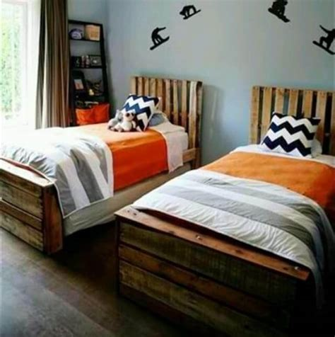 kids pallet bed 13 pallet ideas for kids room and furniture 101 pallets