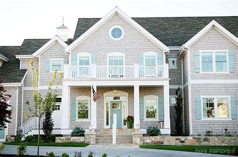 beach house exterior colors cedar shakes were each dipped in benjamin moore edgecomb