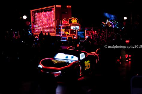 lightning mcqueen night l lightning mcqueen and mack roll into town paint the