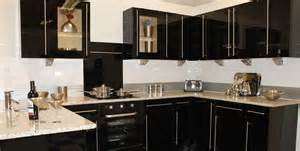 black gloss kitchen ideas virtuves dizains 130 â laiki mainä s