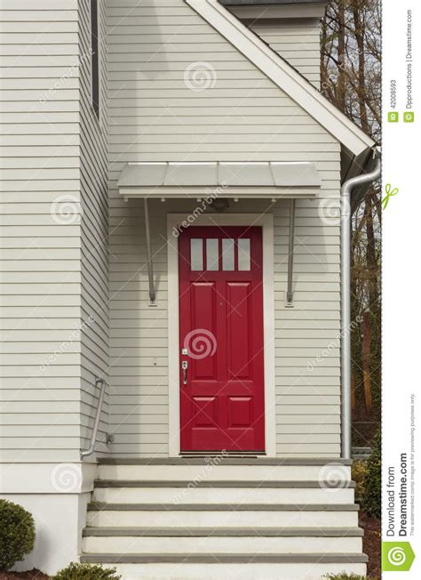 haust r wei glas rote haust 252 r des wei 223 en familienhauses stockfoto bild