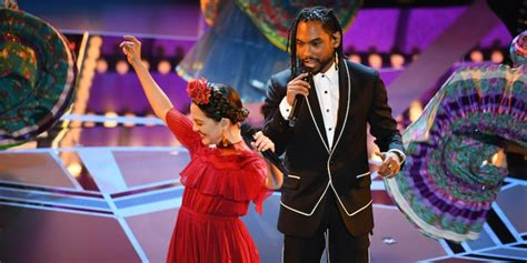 coco remember me singer oscars 2018 watch miguel sing coco s remember me