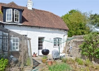 Cottages In Sussex With Dogs by Tree Cottage Ref W43741 In Boxgrove Nr