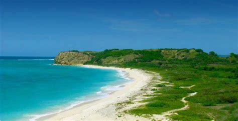 pantai terindah nusa tenggara barat  wajib