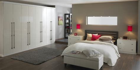 bedroom design and fitting wei 223 er kleiderschrank sorgt f 252 r eine raffinierte
