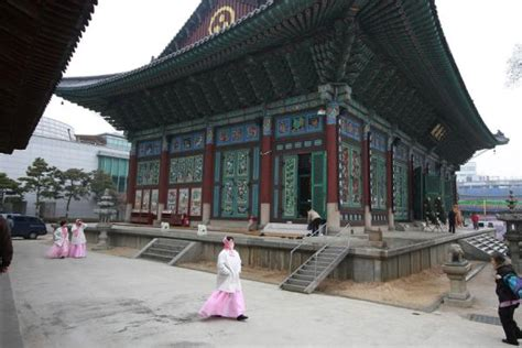 photo de buddha triad  praying woman seoul coree