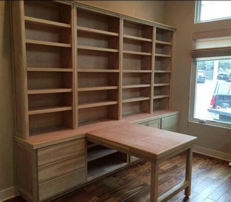 libreria con scrivania incorporata librerie su misura in legno