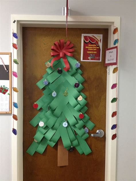 christmas decorations for doors at school 93 best elementary classroom doors images on door decorated doors and