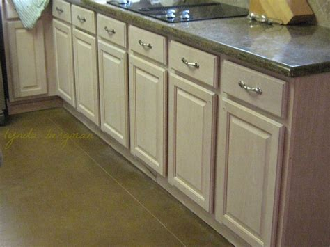 special paint for kitchen cabinets lynda bergman decorative artisan painting a glazed dark