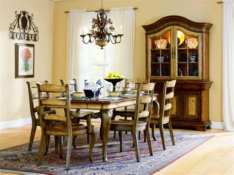 Thomasville Dining Room Sets by Country French D 233 Cor For Classic Appearance