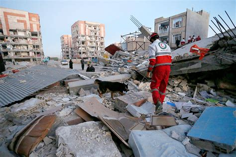 earthquake iran powerful earthquake on iran iraq border kills over 400