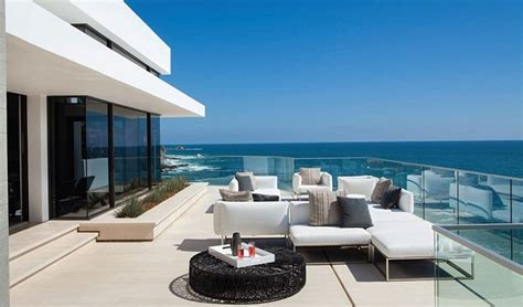 Coastal Kitchen - incredible beach house in california brings the ocean indoors