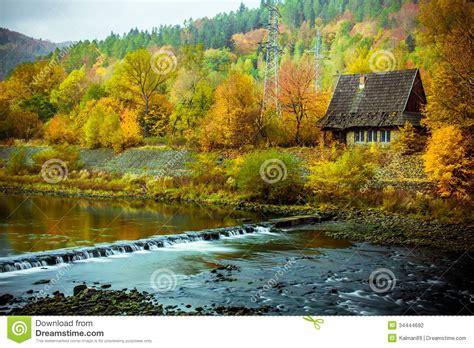 Lakefront House Plans paysage parfait d automne photographie stock image 34444692