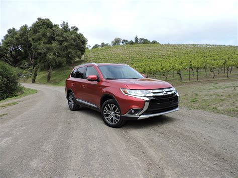 mitsubishi outlander 2016 review 2016 mitsubishi outlander review autoguide com