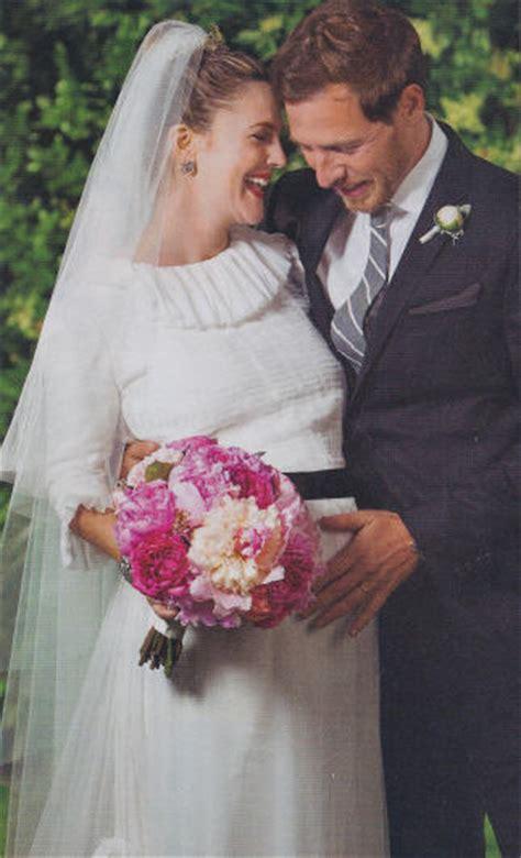 Drew Barrymore Wedding Photos   Drew Barrymore Chanel Wedding Dress