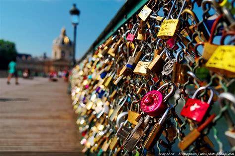 keberatan gembok cinta jembatan pont de arts nyaris