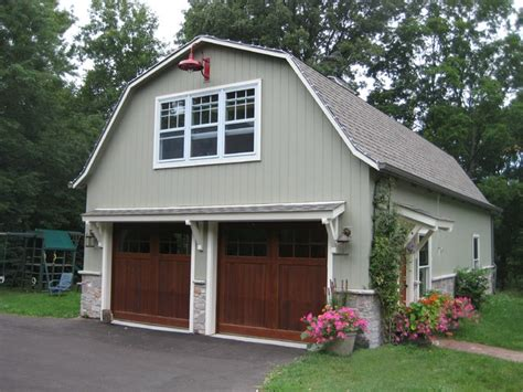 garages that look like barns barn with second floor office farmhouse garage and