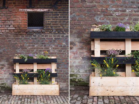 Fabriquer Une Jardinière En Béton Cellulaire by Bac A Fleur En Palette Idea How To Make A Flower Tray In