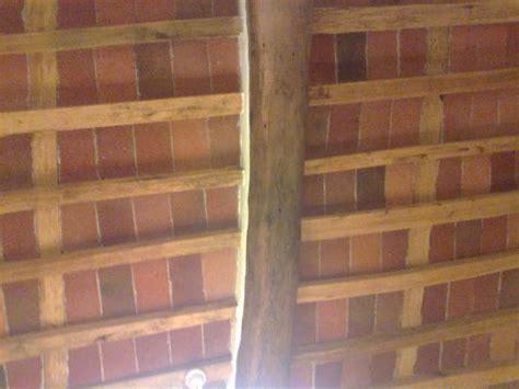 soffitto a travi il soffitto travi e mattonelle a vista foto di il casale