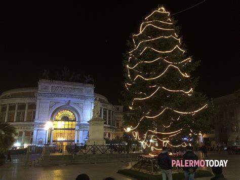 alberi di natale illuminati natale 2015 sette alberi illuminati a led nelle piazze