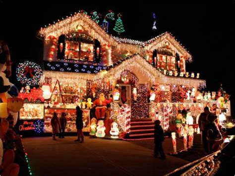 pictures of houses decorated for christmas impressive over the top christmas light displays