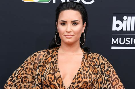 Bodyguard Pulls Gun On Photogs While She Prays by Demi Lovato Pranked Bodyguard In Vegas And Is