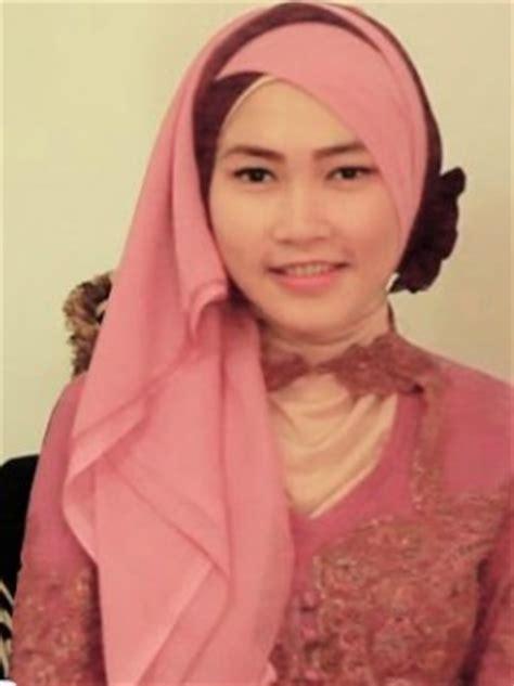 tutorial jilbab segi empat kombinasi 2 warna kumpulan model hijab untuk kebaya yang cantik dua jilbab