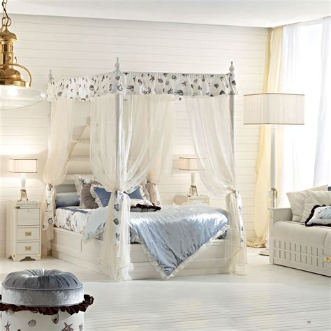 letto a baldacchino una piazza e mezza letto a una piazza e mezza in legno in stile classico a