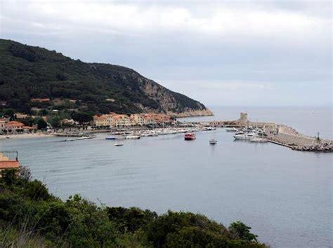 porto di marciana marina 171 a rischio la magica passeggiata a mare 187 corriere it
