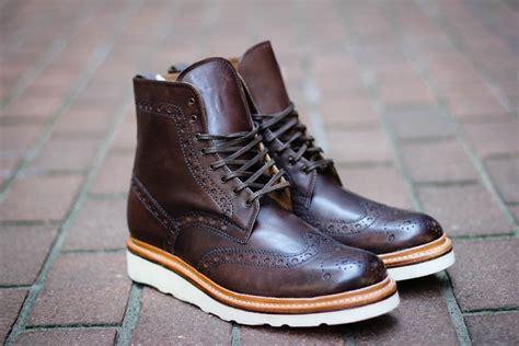 Sepatu Clarks Boots Hitam 4 merek sepatu boots yang bikin lo tambah keren mldspot