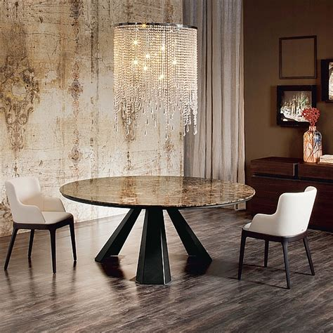 dining tables   attract  neighbors attention
