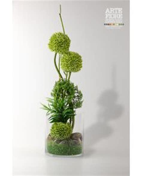 composizione di fiori finti in vasi di vetro 1000 idee su fiori di vetro su giardino di