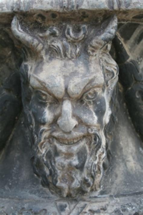 devil statue photo