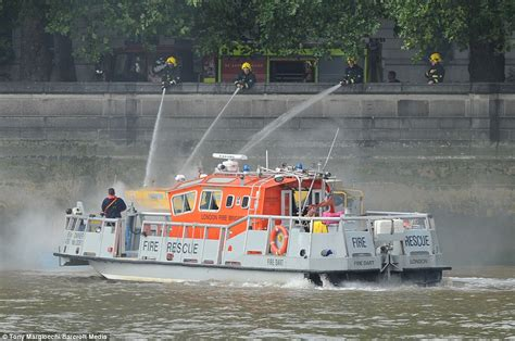 river thames duck boat thames duck boat fire terrified passengers jump overboard