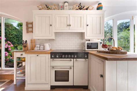 Cape Cod Beadboard Wainscot - 15 exemples de petite cuisine pratique et parfaitement agenc 233 e design feria