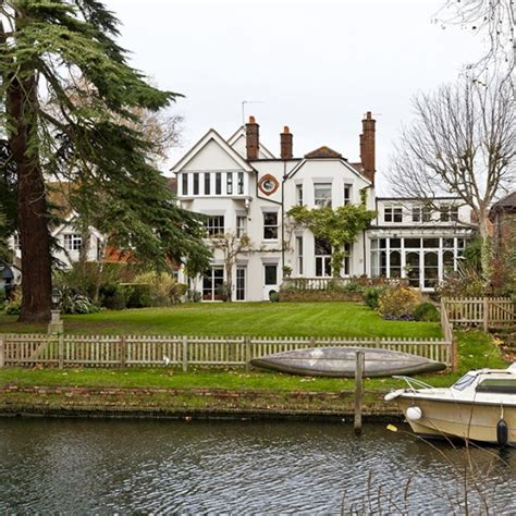 thames river in which country homes by the river thames for sale houses for sale uk