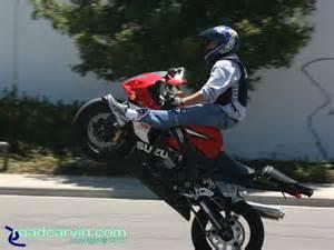 Suzuki Gsxr 1000 Wheelies Right Place Stunt Time Roadcarvin