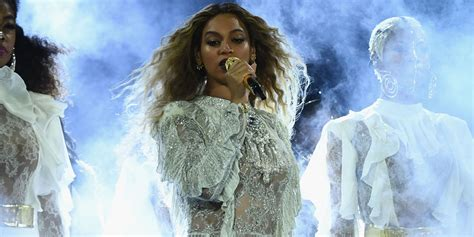 beyonce biography in spanish beyonc 233 sings spanish version of quot irreplaceable quot in