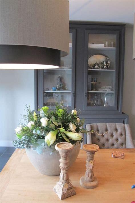 küchenschrank dekorieren wohnzimmer einrichten steinwand bilder