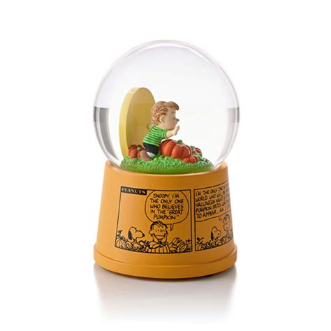 hallmark lights hallmark magic 2013 great pumpkin waterglobe peanuts