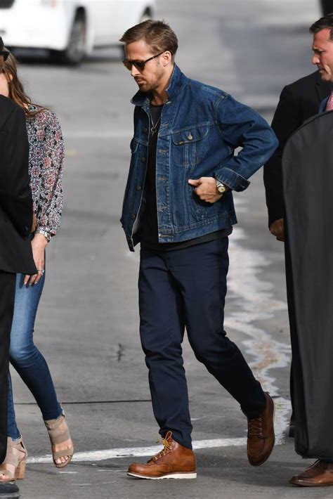 ryan gosling photos photos ryan gosling rocks a jean