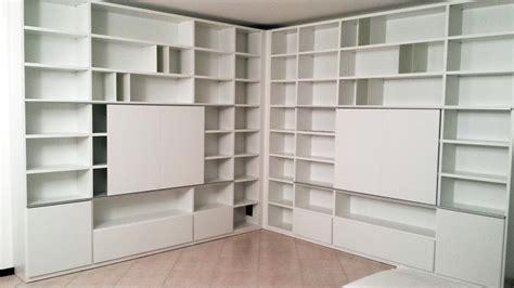 libreria su misura a segusino cucina a telaio bianco libreria su misura
