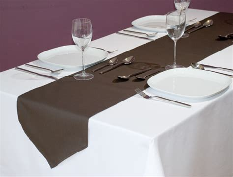 how to properly decorate the home with a table runner
