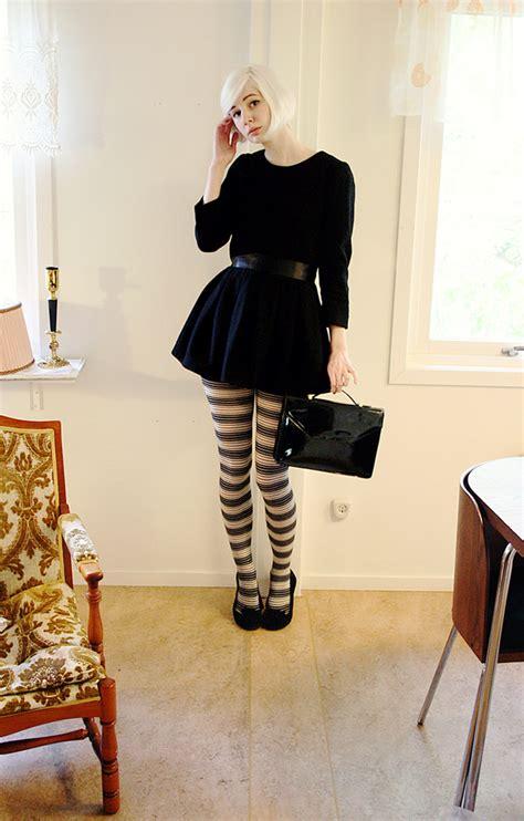 elin h m wool dress vintage bag h m tights topshop