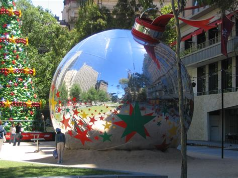 file giant christmas ball jpg wikimedia commons