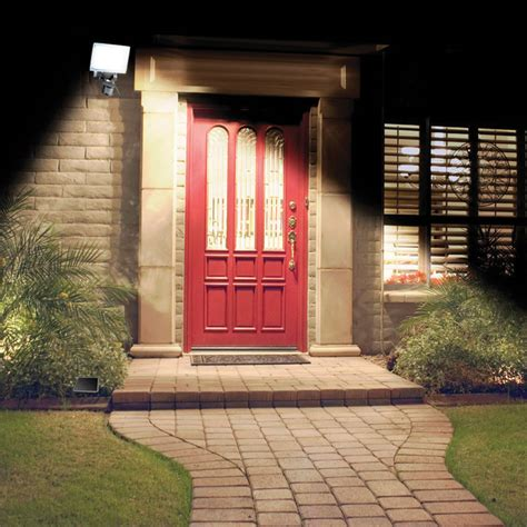 wide angle security the solar powered wide angle security light hammacher