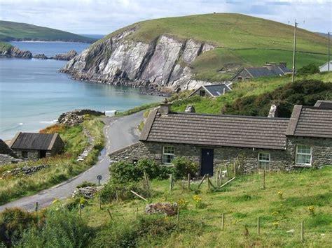 Cottage Building coumeenole cottage coumeenole dunquin co kerry house
