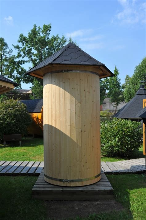 toilette mit duschfunktion gartendusche aus holz grillkota grillkotas kota k