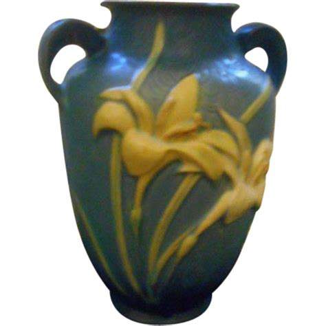 Roseville Usa Vase by Roseville Vase 9 Quot Usa 134 8 From Rubylane Sold On Ruby